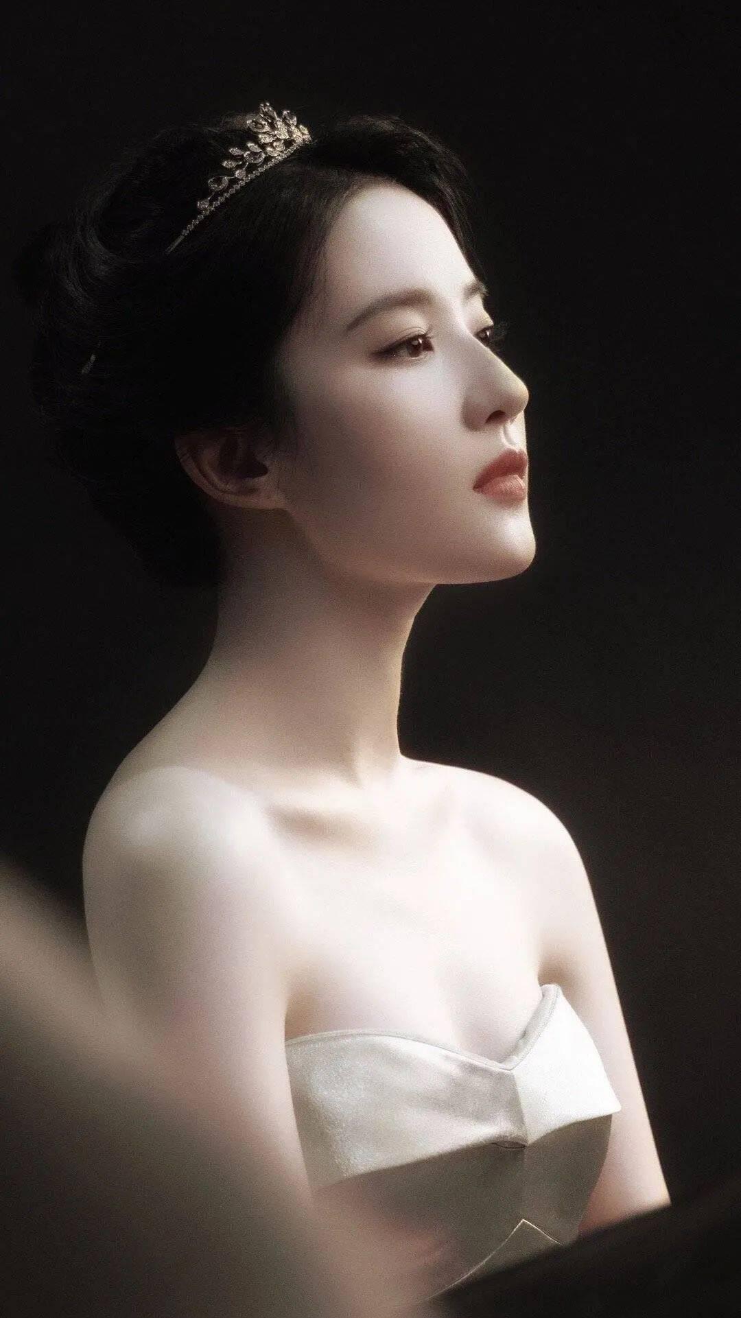 刘亦菲天鹅颈太吸睛,盛世美颜的神仙姐姐还有多少我们不知道的秘密?