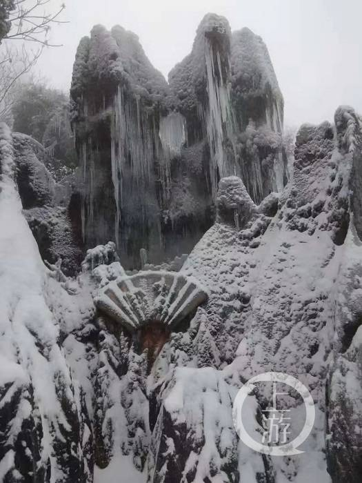 华蓥山、五华山、铜锣山迎今年首场大雪,广安市提醒游客:戴口罩出示健康码再玩雪