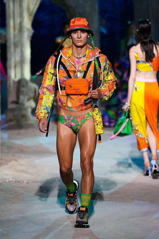 Versace(范思哲)2021春夏时装秀!
