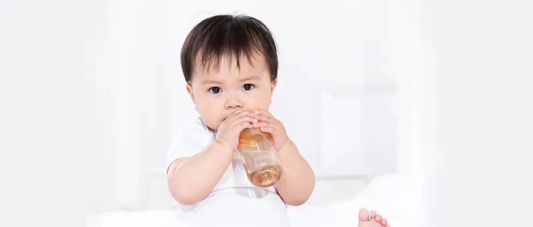 「知识汇」权威机构和专家强调:饮用水中矿物质对婴幼儿健康成长至关重要。碧水源智能水吧D668X,保留矿物质,呵护婴幼儿健康饮水