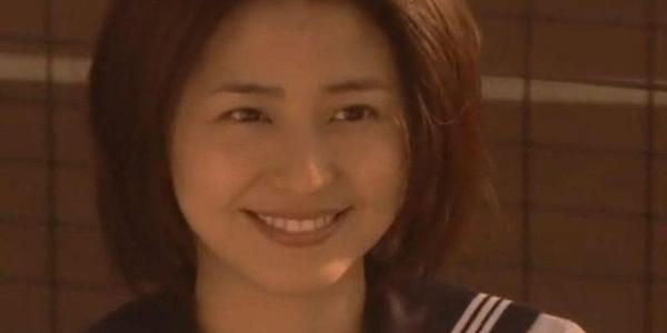 离谱!33岁日本国民女神给小16岁演员当妈?网友:这儿子太丑了!