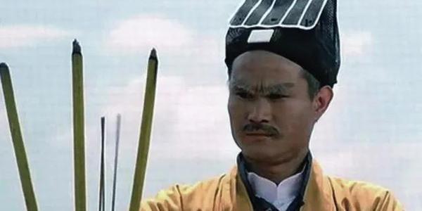 """1980年,洪金宝创立""""宝禾"""",开拍《鬼打鬼》,僵尸片成功破圈"""