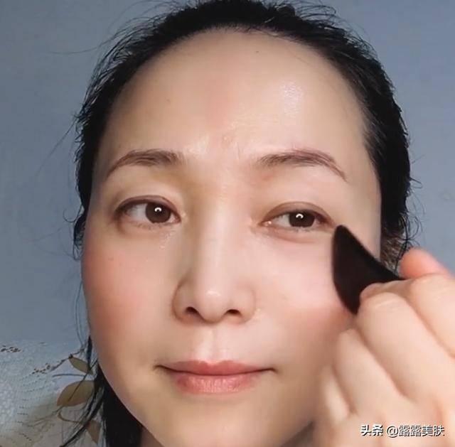 刮痧面部会加速老化(坚持面部刮痧1年对比)