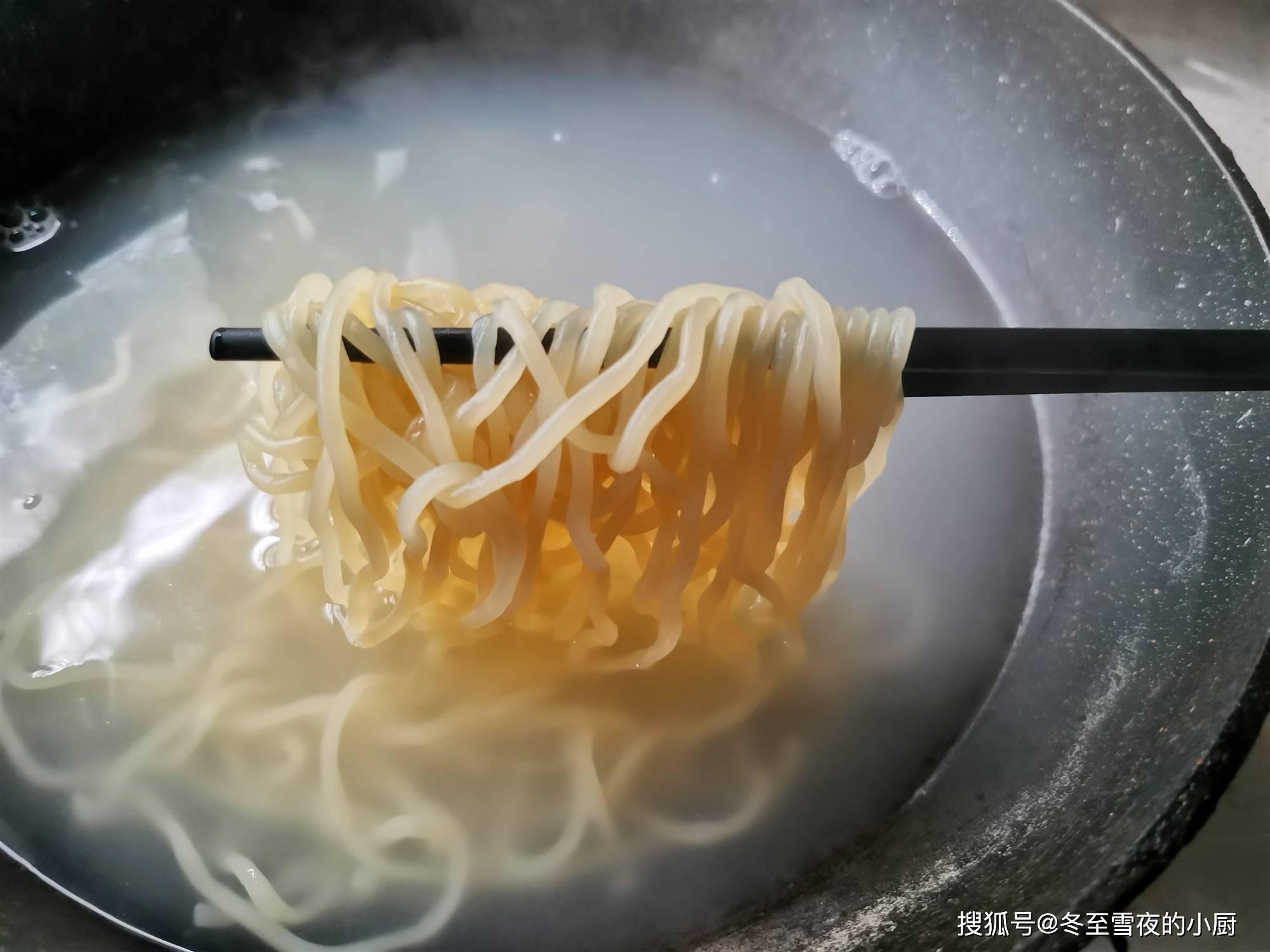 ✔️[美食 吃吃喝喝資訊]原創             天熱,就愛呢樣吃麵條,酸湯麵夏季呢樣做, ...
