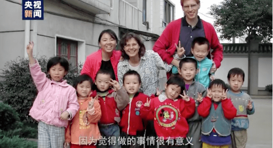 """我去拜访了那对有500个孩子的""""网红""""夫妻"""