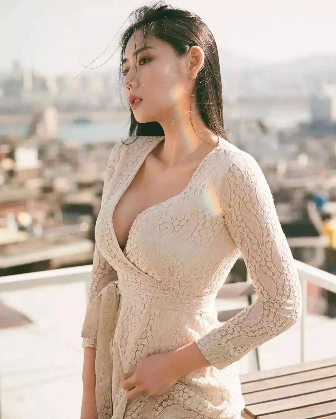 """""""韩国卡戴珊""""金雅珠爆红 网友:有这身材我笑了"""