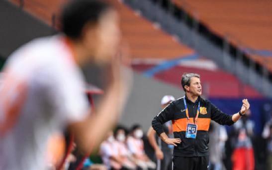 曝何塞下课!武汉卓尔暂由中方教练组接任,庞利出席赛前发布会