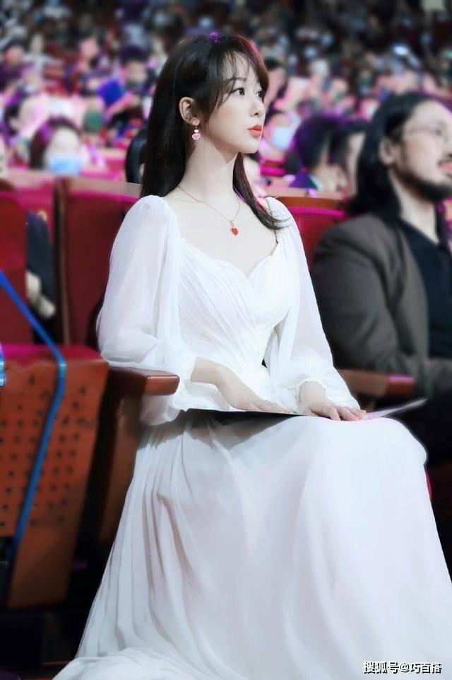 不得不说 杨紫太适合短发了 不仅显瘦显高 还能增加灵动气质 时尚家庭 第5张