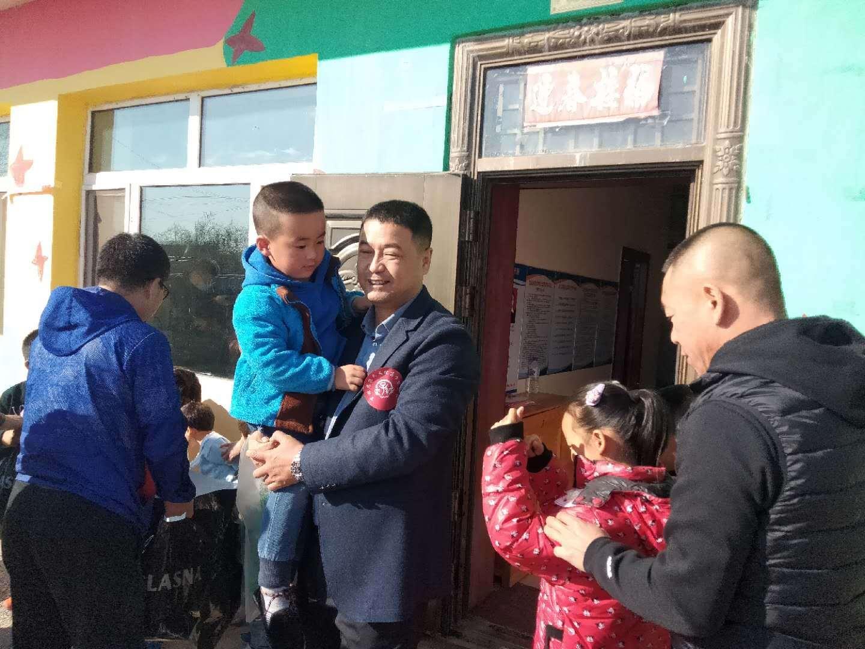 """吉林省孙氏文化商业联谊会组织""""关注留守儿童,爱心公益行""""活动"""