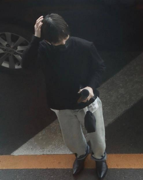 周震南活动综艺全部取消,机场流泪,怎么可以否认他的努力