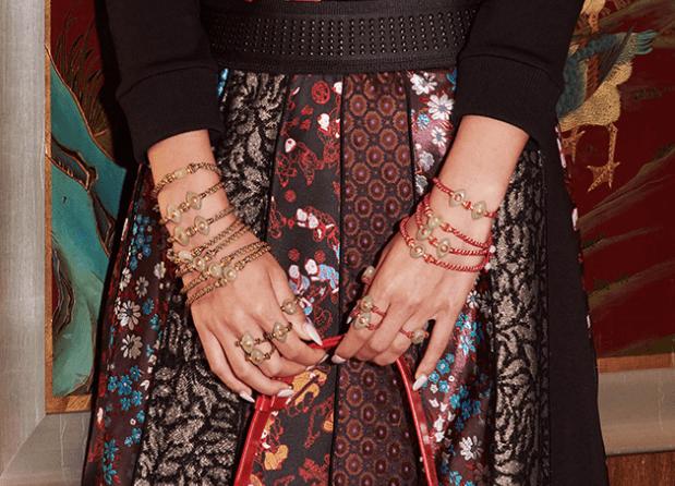 让世界品味东方好运生活美学 鬷邁灵珑系列手链亮相纳斯达克大屏