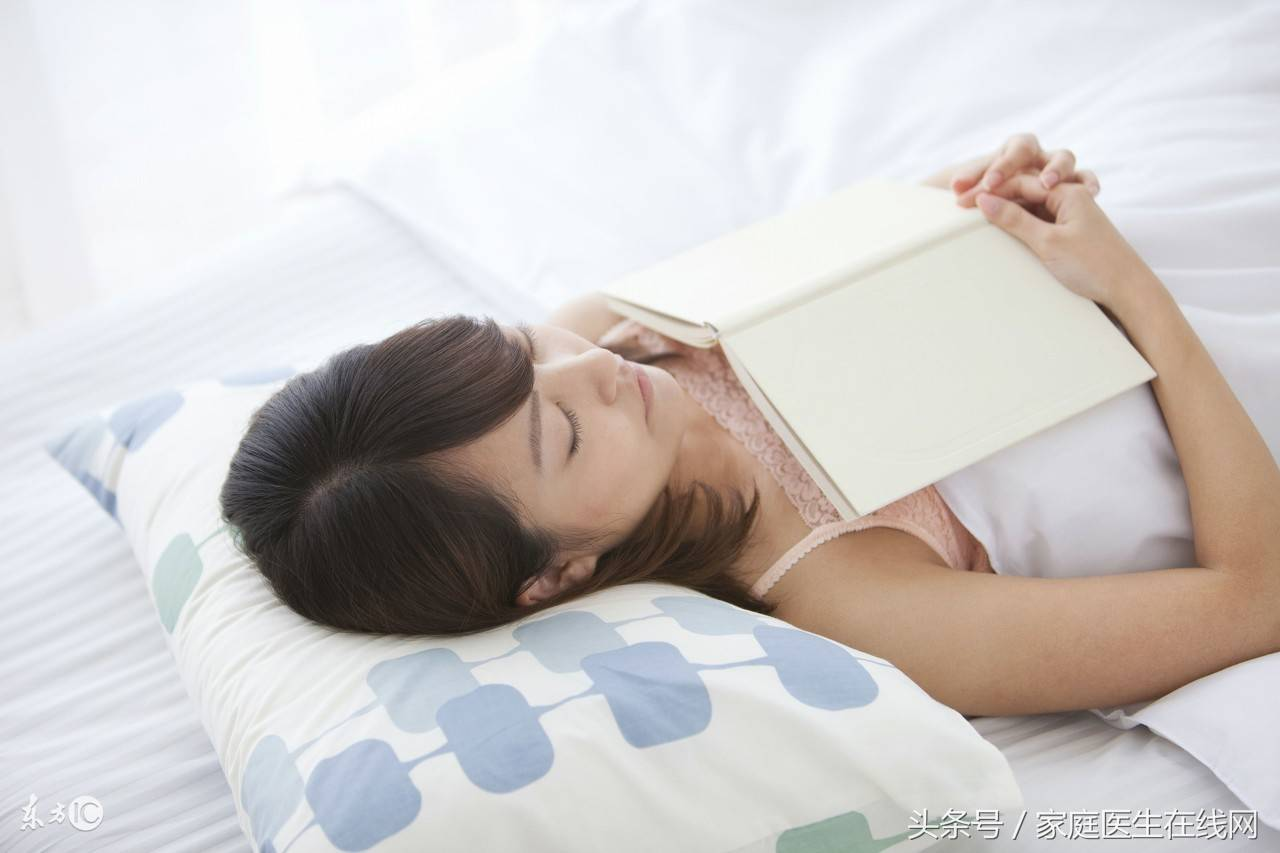 正确的枕头位置图(睡觉时应不应该用枕头)插图(1)