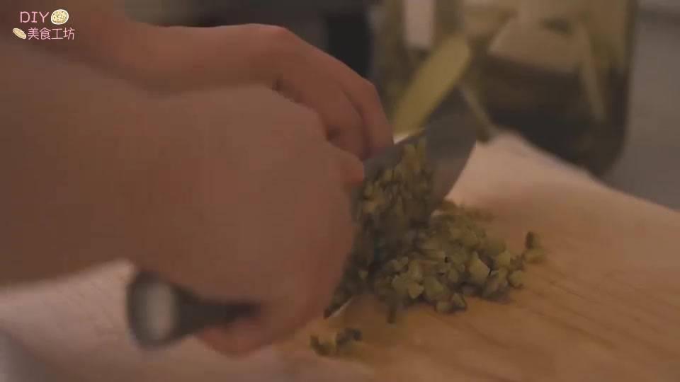 澳洲龙虾的做法视频教程(正宗的芝士焗龙虾做法)插图(2)