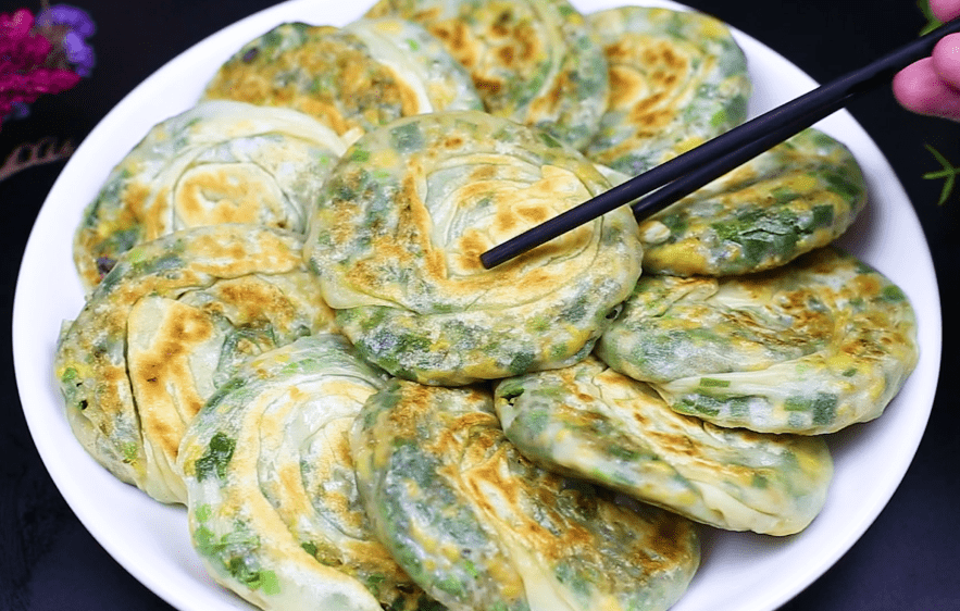 原来韭菜派就是学这个的。省时省力,不做面也好吃。皮薄是冷的,不硬