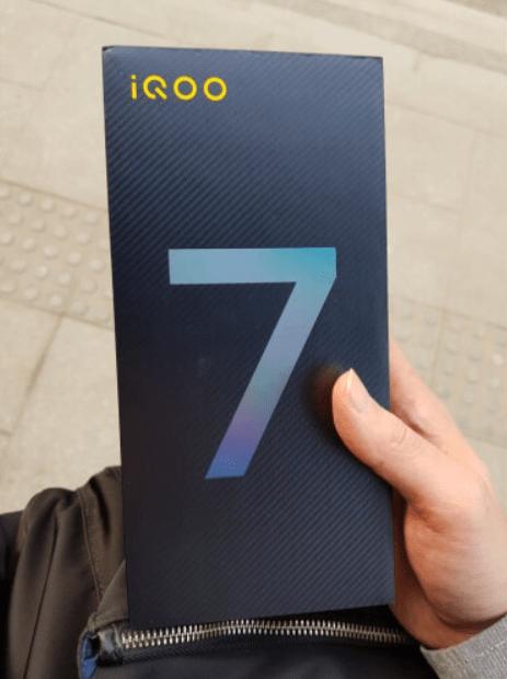 第一批原iQOO7买家逐渐收到货,消费者真实评价出来了,评价不好太无奈了!
