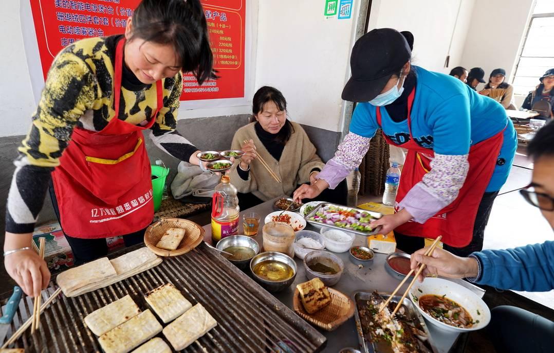 石屏乡村吃顿简单烧烤,却香到了记忆深处,这样的烤法哪里还有?