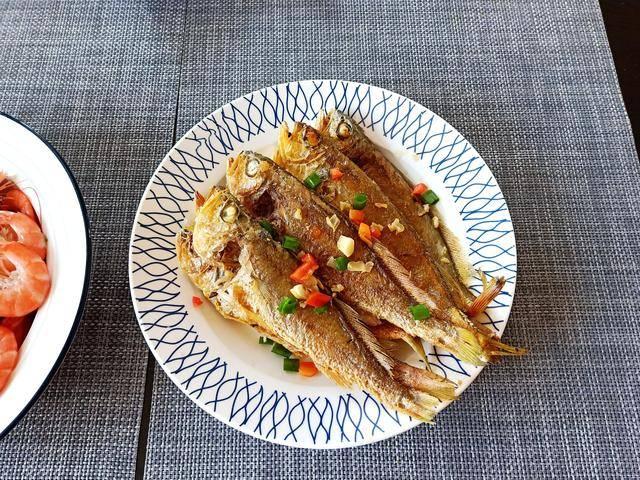老婆做菜太麻利,半小时做了1大桌,个个大菜,朋友来了特有面子