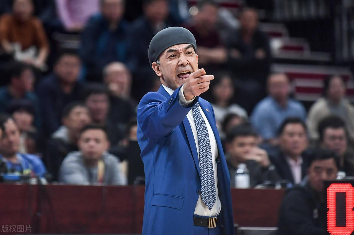 新疆男篮创下队史三项新低!球迷怒送阿教导一副对联!永诀冠军啊