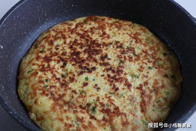 超简单的红萝卜鸡蛋饼做法,两个鸡蛋就搞定,营养丰富