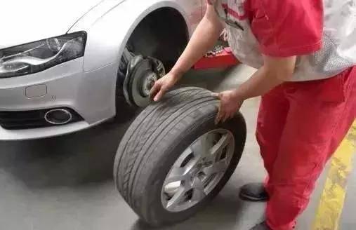 需要同时换两个原装轮胎吗?我们能换一个吗