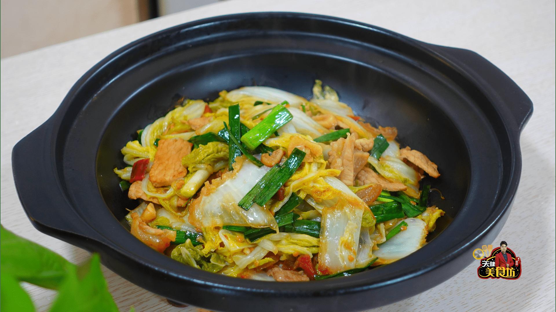 我家大白菜从不炖着吃,加1块猪肉这样做,酸辣开胃,好吃极了