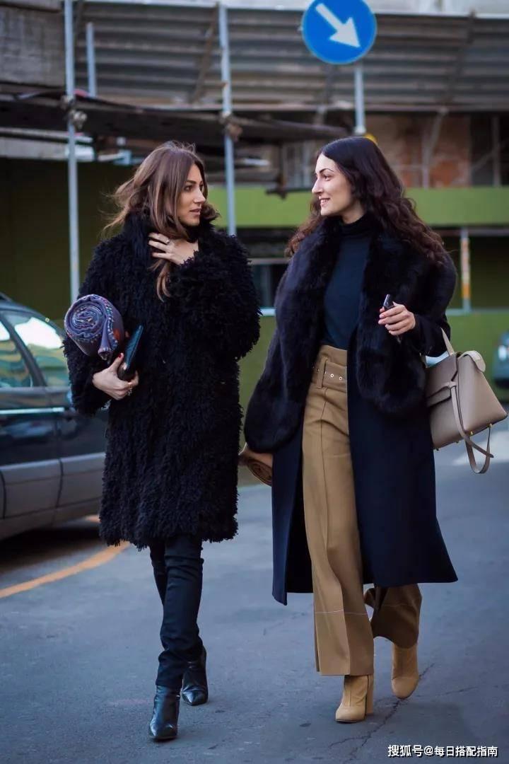 """""""黑色大衣""""如何穿才好看?学学潮人那样搭,雅致时髦显高級"""