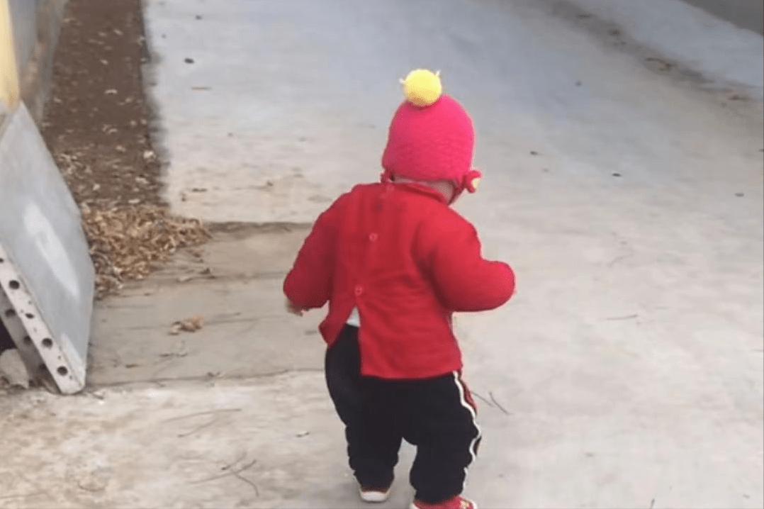 宝宝走得早不是好事,把握这个时间学步走得稳智商高,附学步贴上