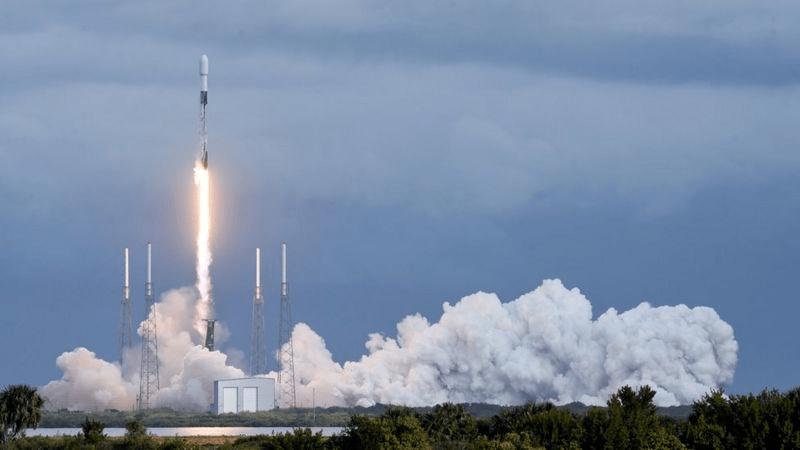 单次搭载143颗人造卫星!SpaceX创一箭多星记录,太空拼车每200千克100万美元