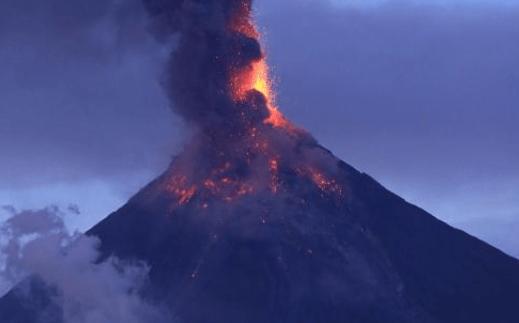 """原创 世界最""""迷你""""的火山,可以在上面架锅烧饭,网友:太没尊严了"""