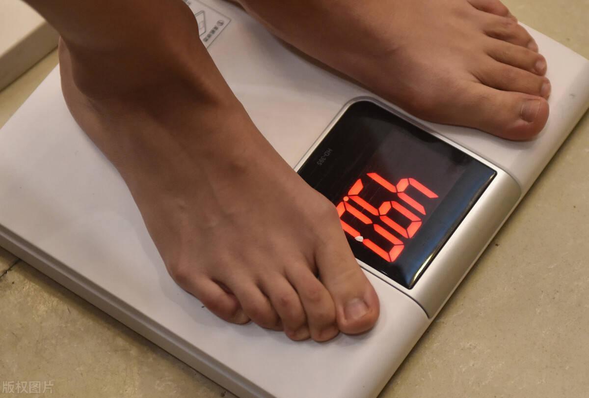 女生体重过百就是胖吗?一份女生体重对照表,看看你超标了吗?