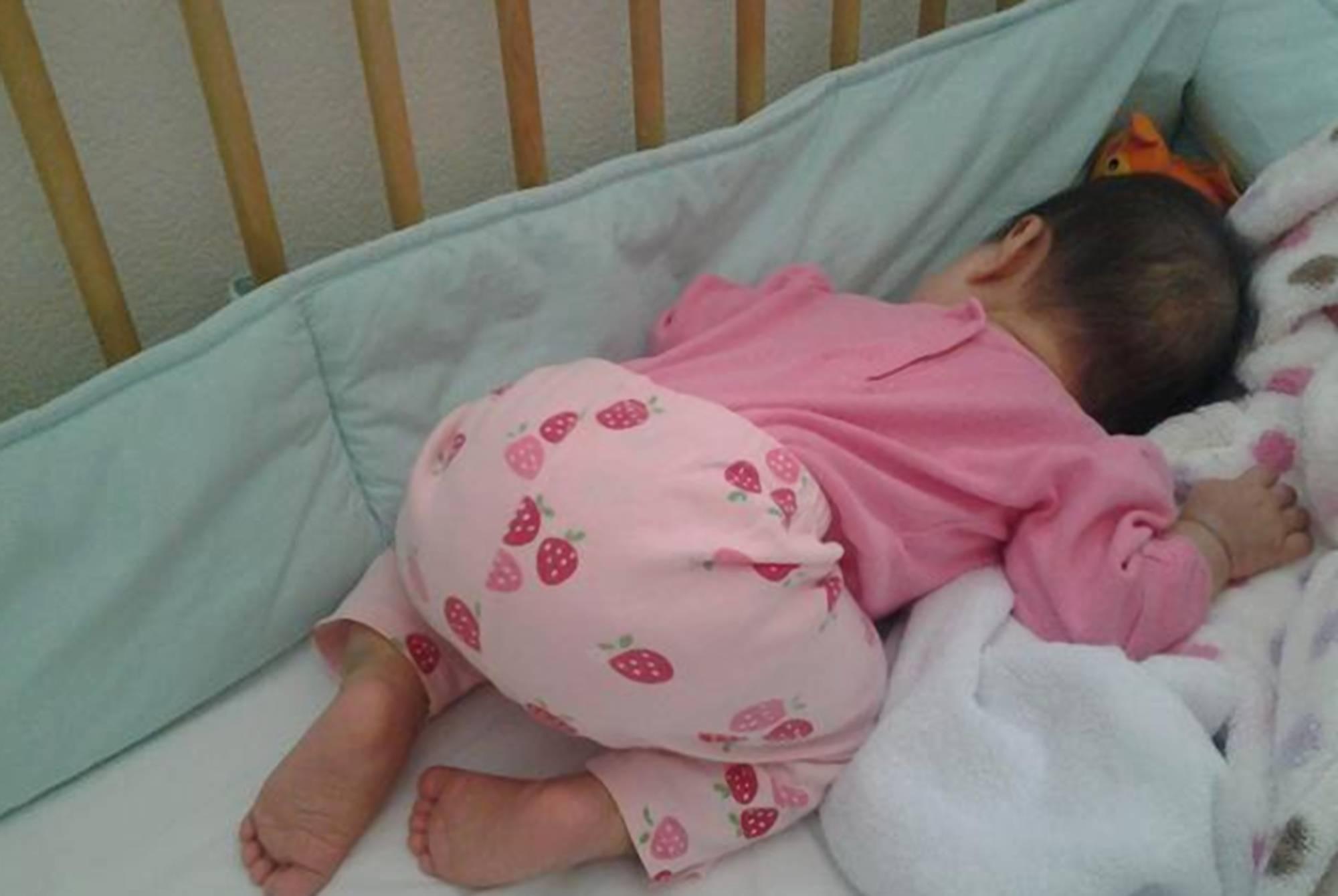 观察宝宝的睡眠动作及时了解健康信号 新生儿宝宝哪种睡姿利于发育