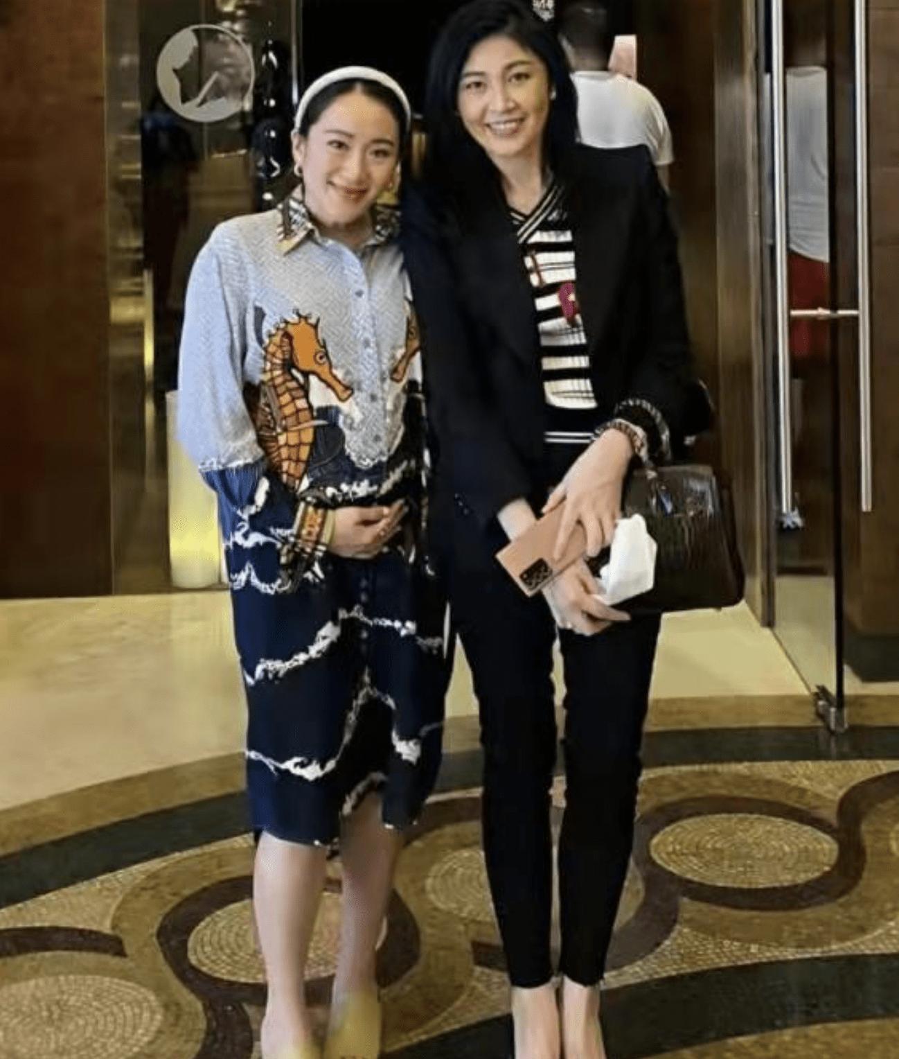 泰国总理,不要太时尚!西装上身很有技巧,印花衬衫穿起来有一种高级感