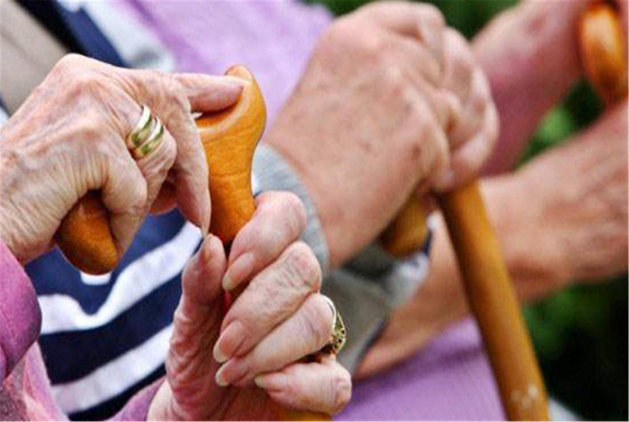 子女越多老人越没人养 自私的父母不值得孝顺