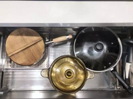屋子住了4年,厨房却优乐游戏平台始终如新!多亏橱柜这么设