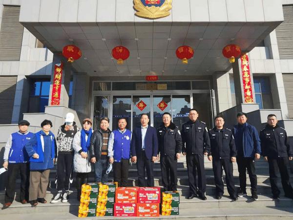 房泽安惠民服务热线联合爱心企业看望春节期间留济过年外地职工