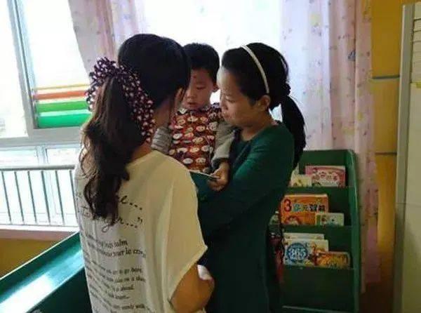 3岁娃弄坏老师金手链,宝妈道歉却拒绝赔偿,网友:做得对  第3张