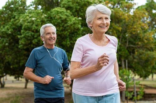 牛牛视频:生命在于运动?中医徐再春却说:50岁后少动,适量休息才能养生