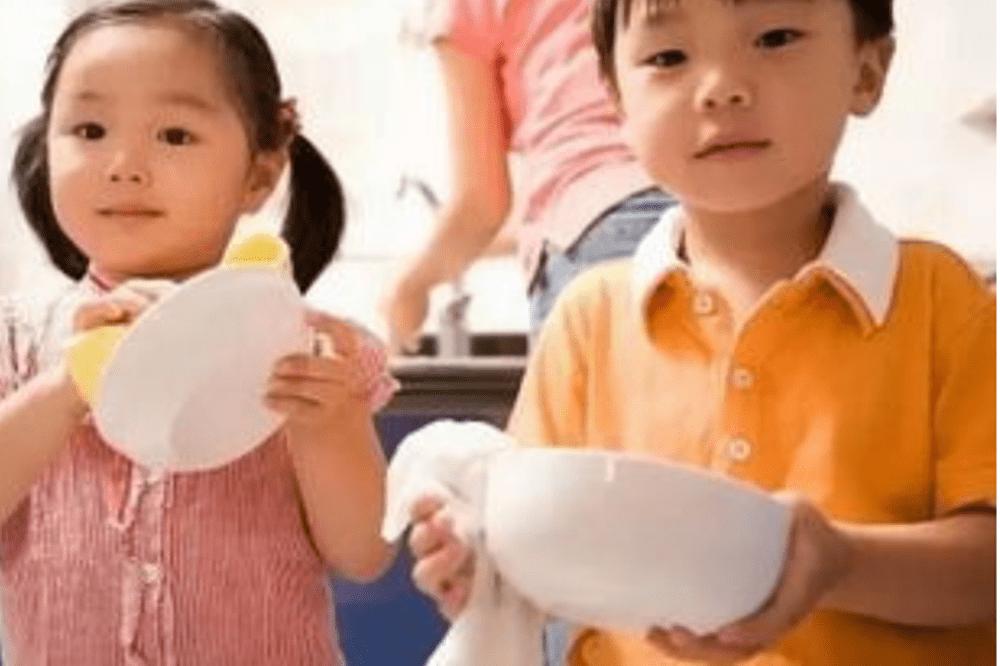 """幼儿园交换礼物,千元玩具却换回9块9包邮""""纸人"""",家长翻脸不干  第10张"""