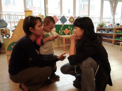 原来全职妈妈带出来的宝宝比较好?幼儿园老师:和职业妈妈的孩子明显不一样