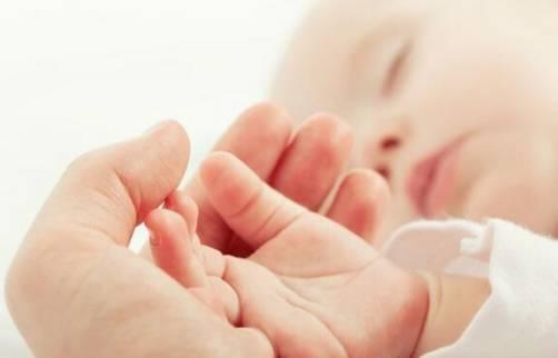 新生儿的这四个部位别乱摸 影响宝宝的健康 新手爸妈需谨记-家庭网