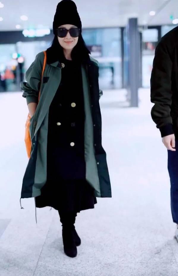 原创             刘若英素颜出镜,皮肤白皙但掩不住老态,不可能像20出头的少女!
