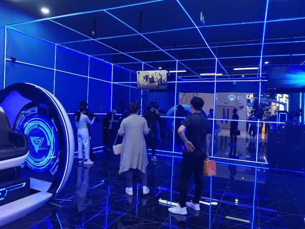 VR虚拟现实游戏体验店是否有优势?
