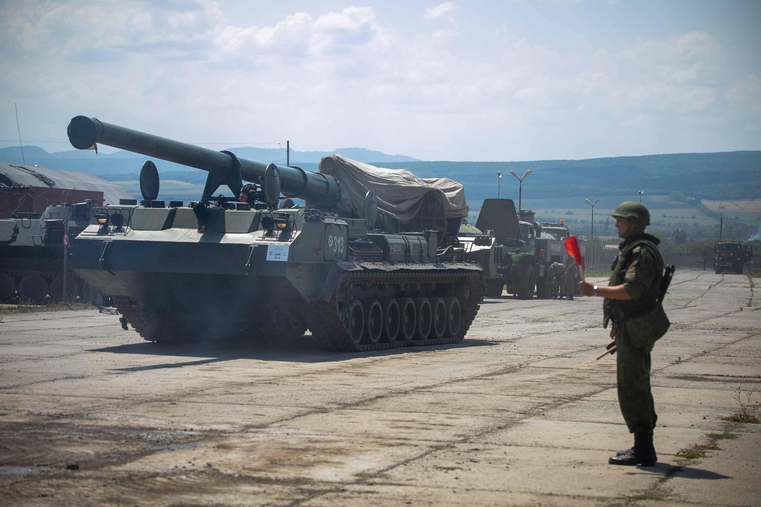 30架战机800件重型装备6000名士兵长期保持战备状态:谁敢动?