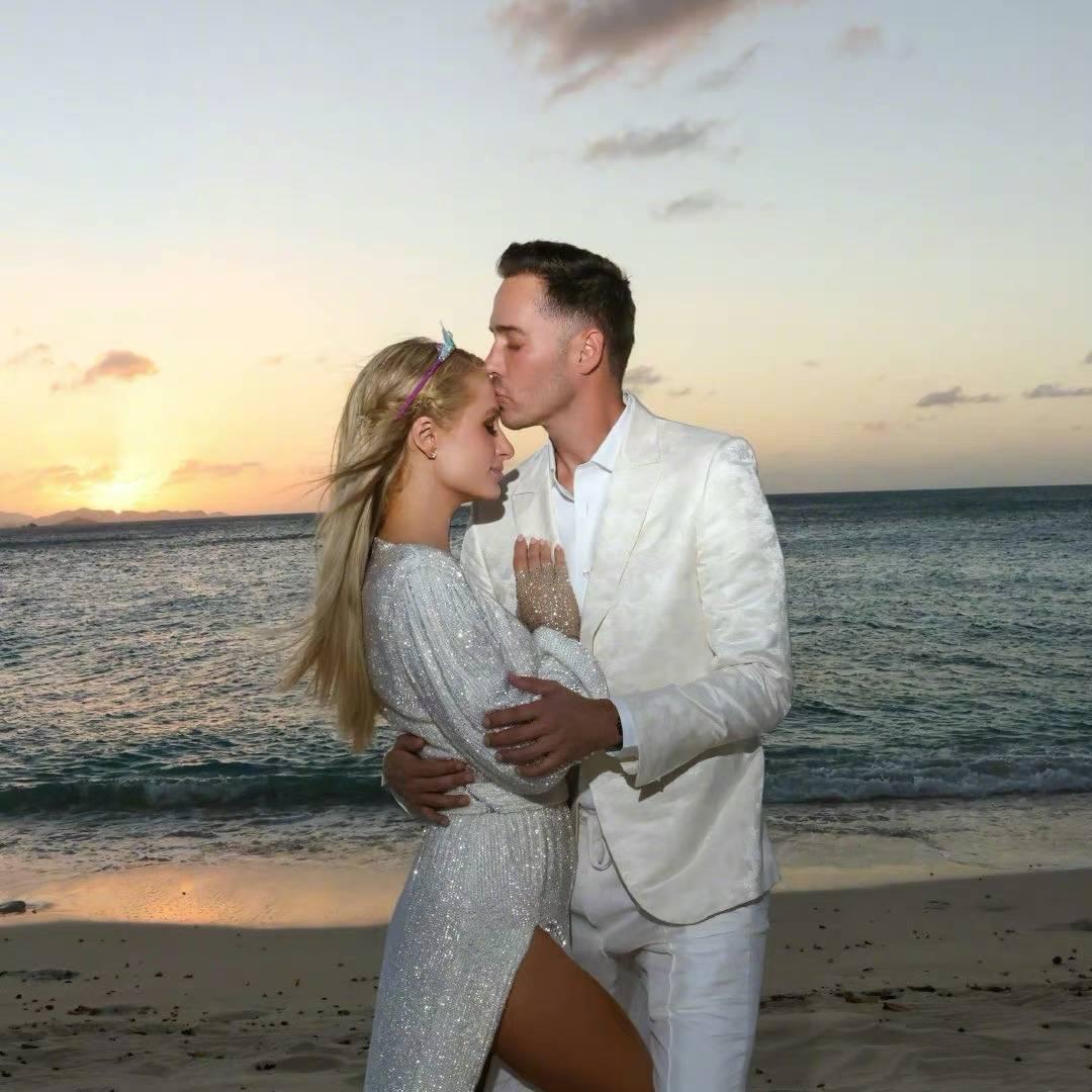 40岁的帕丽斯·希尔顿与学霸富二代男友订婚,曾订婚3次,收千万钻戒高调秀恩爱