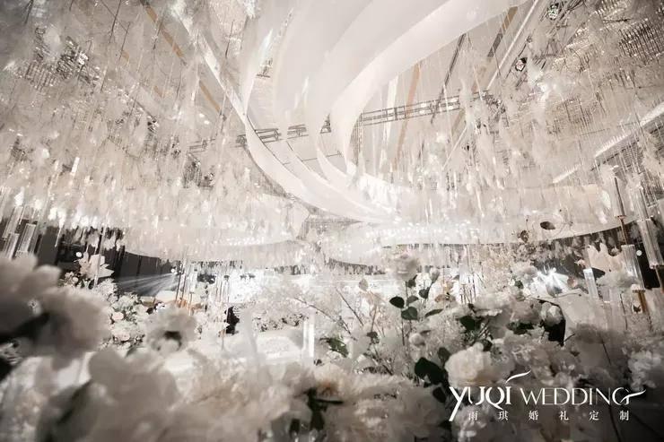 用最简单的白色打造一场干净且通透的婚礼,据说