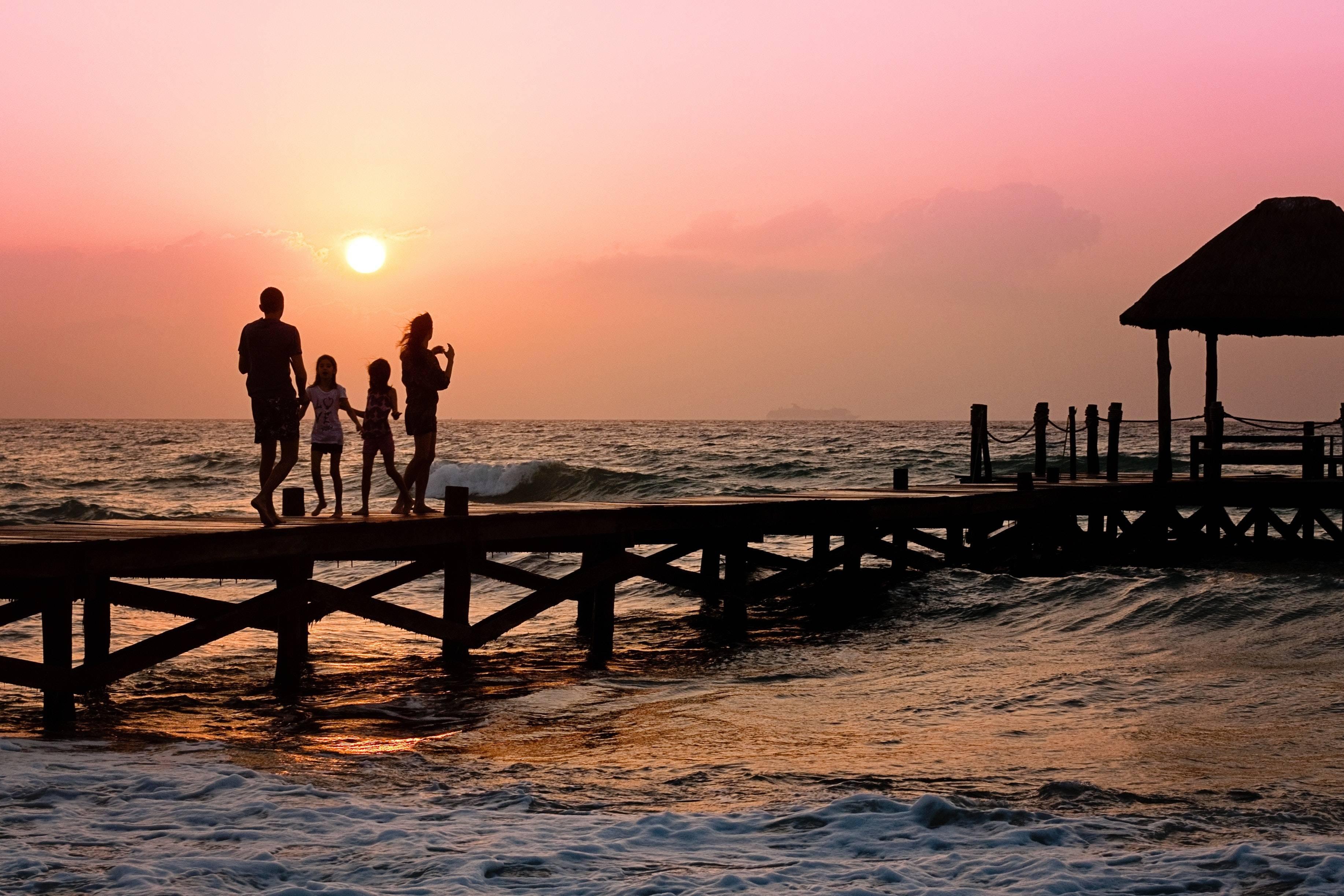 我早晨从家往学校走时我的左边是太阳升起的方向学校在我的家的什么面? 早上当你面向太阳 你的