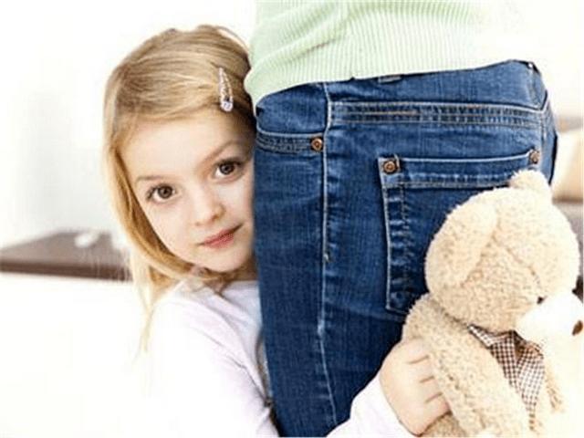 孩子见人就害羞,不敢与人正常交流,如何让孩子活泼一点
