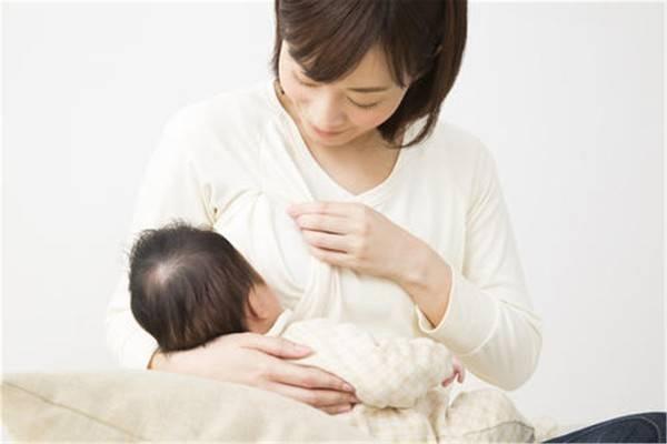 """宝宝不老实吃奶,是""""发信号""""。吃和停基本上就是这三个原因"""