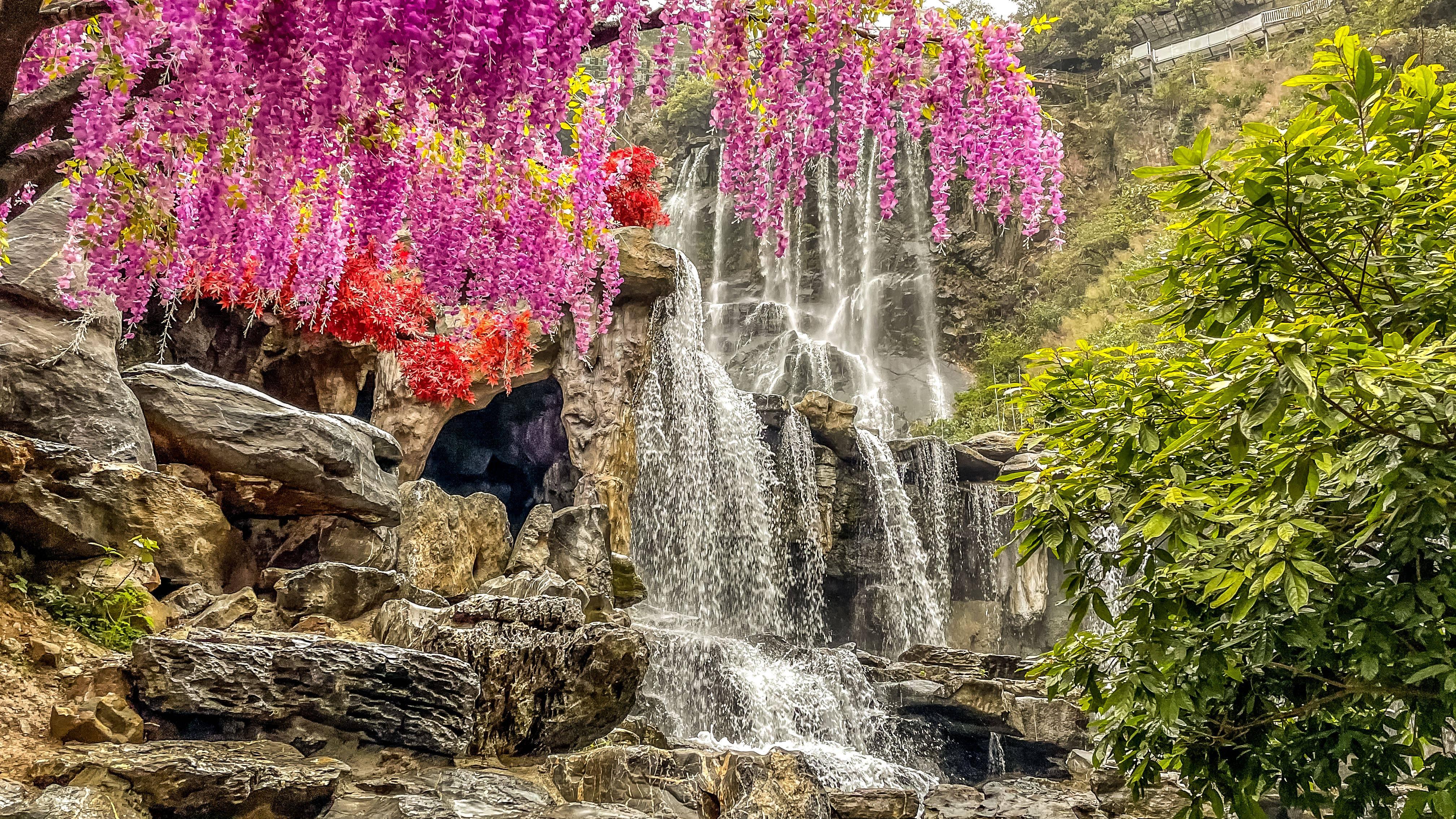 周末自驾古龙峡,踏春赏花,春色满园美不胜收