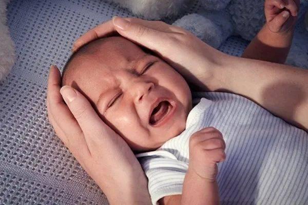 宝妈还在坚持喂夜奶?6个月就可以断了,晚了对宝妈和宝宝都不好